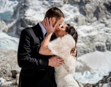 A Dream Wedding On The Top Of The World – The Everest