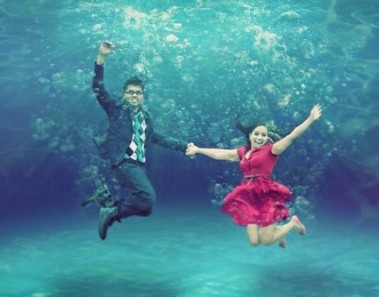 Pre-wedding underwater photoshoot: WedAbout