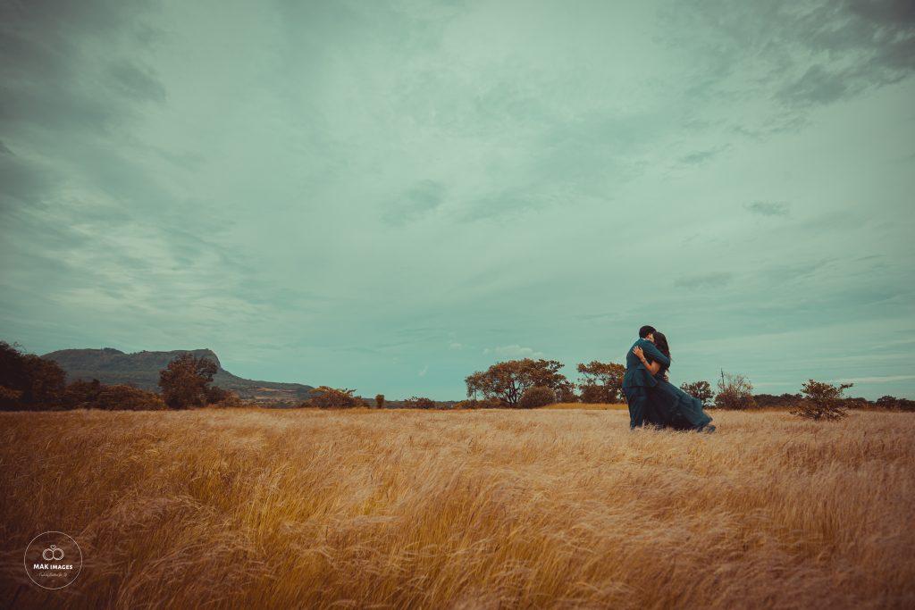 Pooja & Mohit's Pre Weddinh Photoshoot in Lonavala Fields