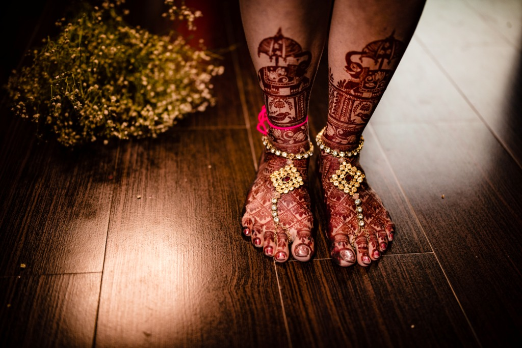 Unique Bridal Leg Mehendi design ideas