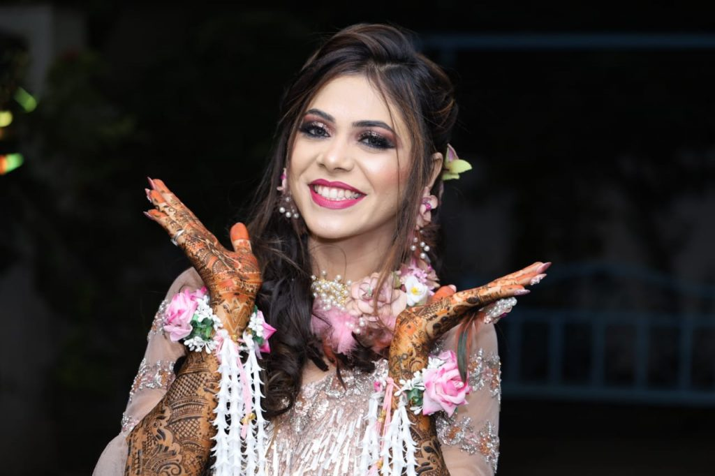 Bridal Candid Photography Ideas for Mehendi Ceremony