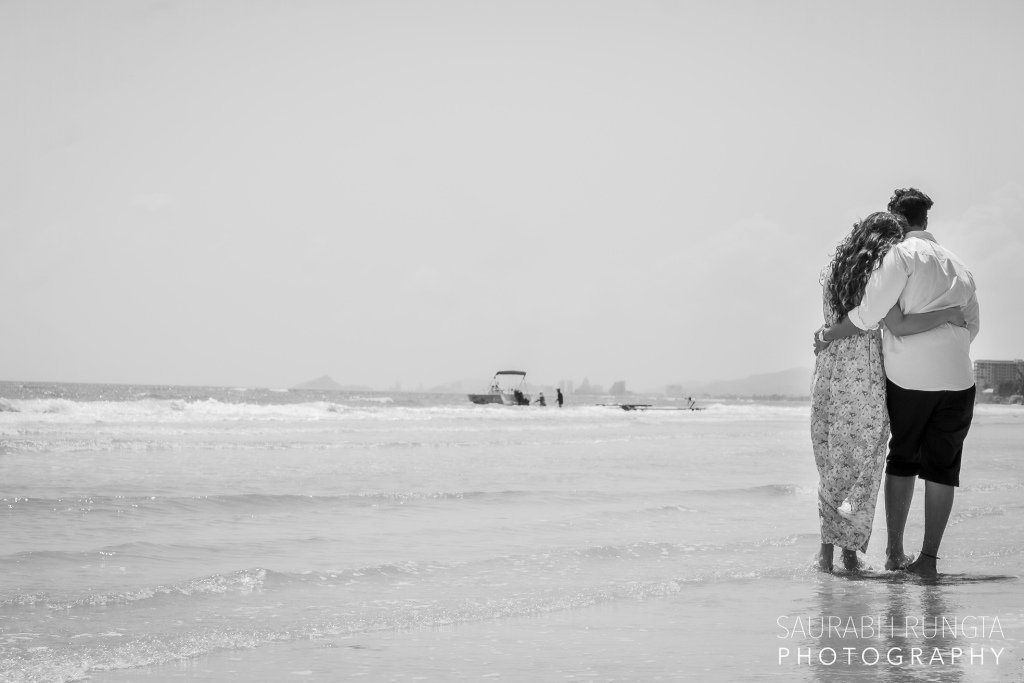 Cute Black & White Pre Wedding Back Posing Picture of Swati & Saket by the Hua Hin Beach