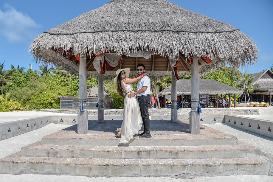 Adorable Honeymoon Portraits of Yash and Somi in Maldives