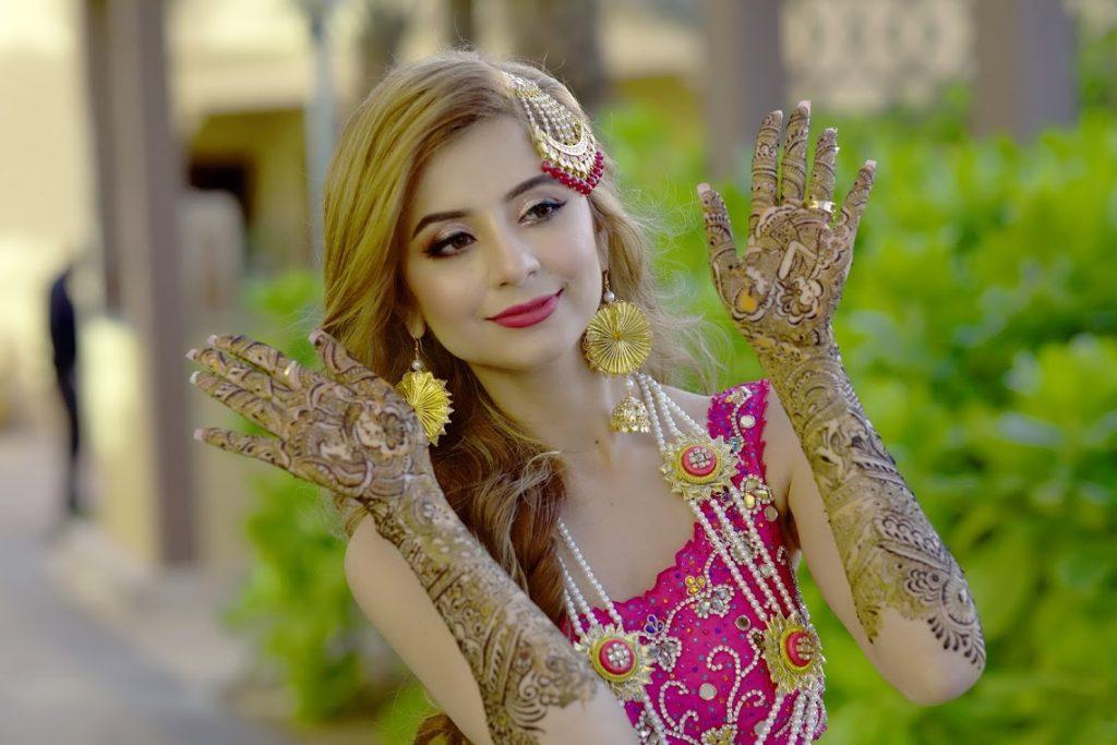 Kanika's amazing Bridal Mehendi Design Image