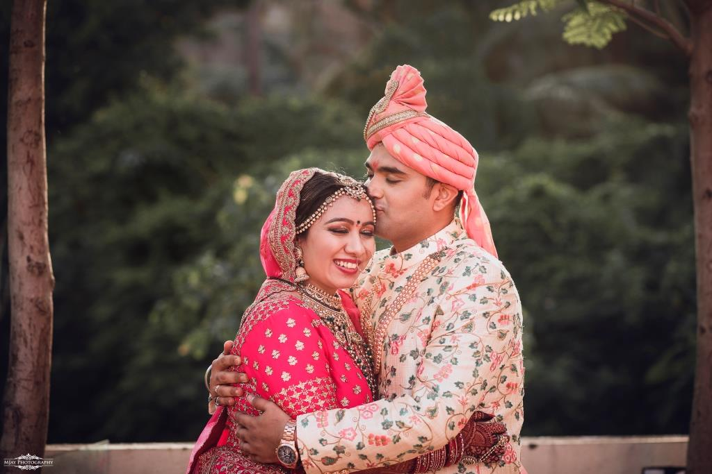 Riddhi & Ronak's Intimate Wedding in Lockdown Romantic Portrait shots