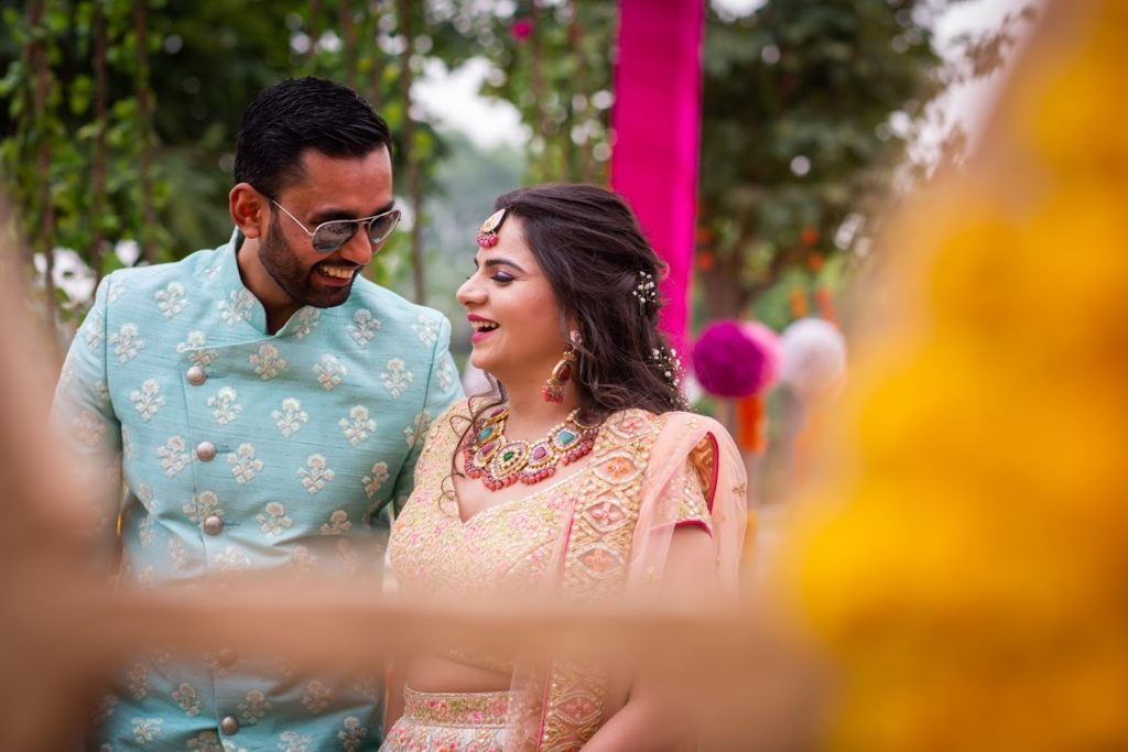 Super Cute Candid Portraits of Aakriti & Hitesh captured at their Mehendi Ceremony from ITC Grand Bharat Wedding