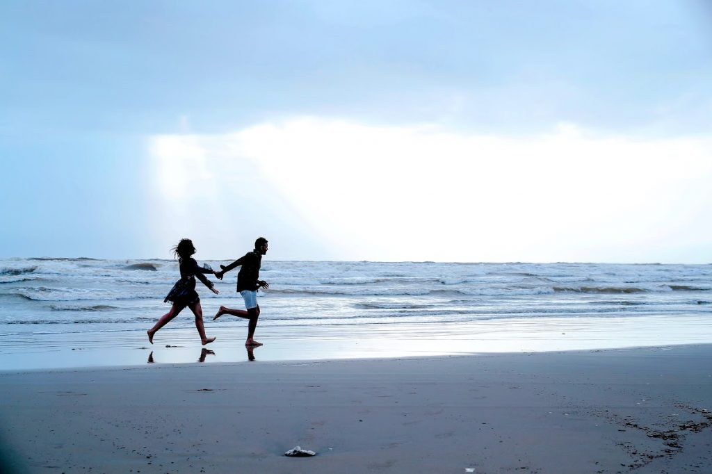 Beachside Scenic Pre-wedding Stills captured in Goa
