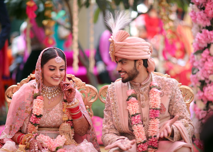 Stunning Crown Plaza Gurgaon Wedding Candids of Nishtha & Granth