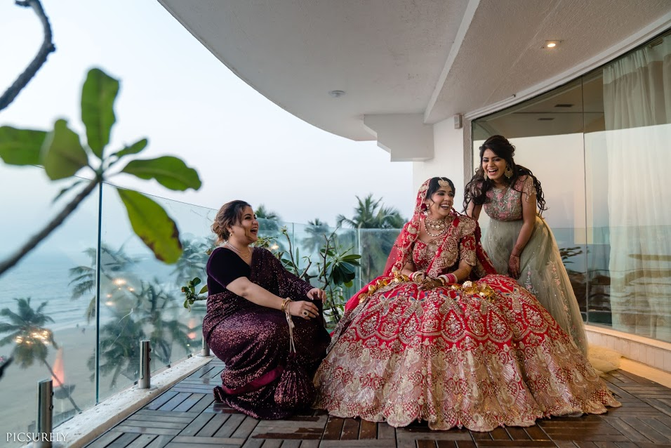 Pre-wedding Bridal Photoshoot with Bridesmaids at Sea Princess Beach Resort
