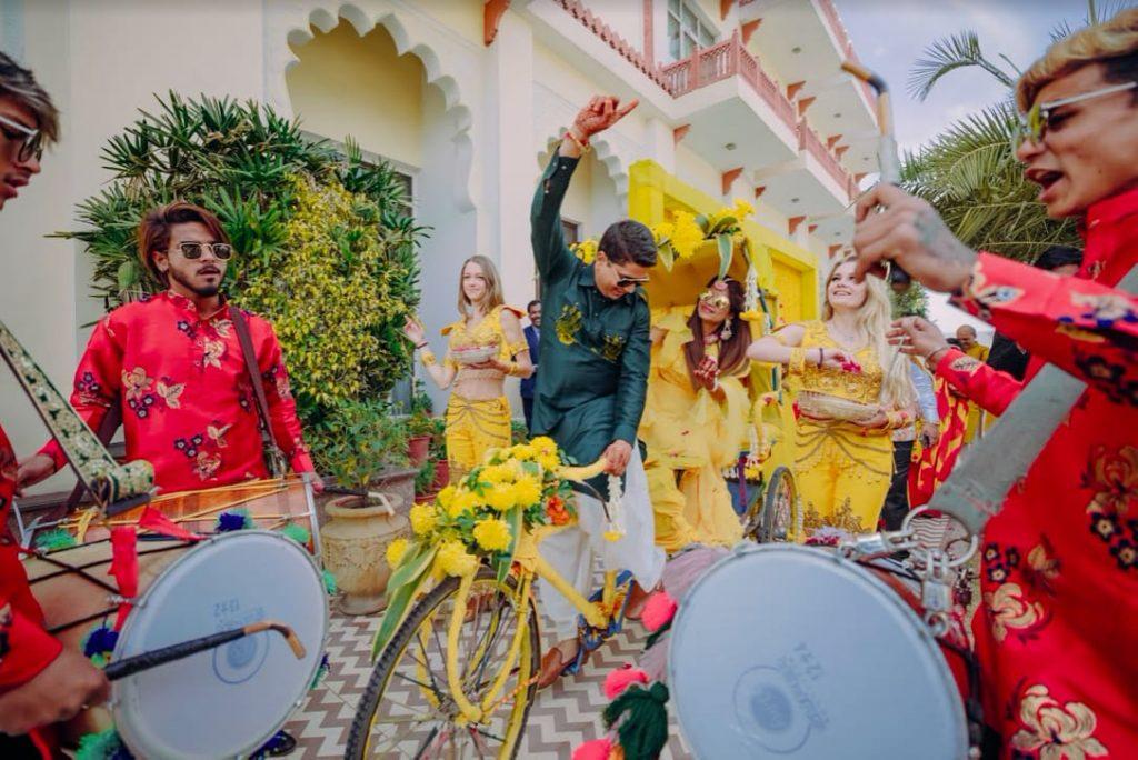 Fantastic Haldi Entry at this Royal Marwari Wedding's Haldi Party