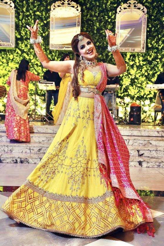 Bridal Solo Dance Performance at Mehendi Ceremony