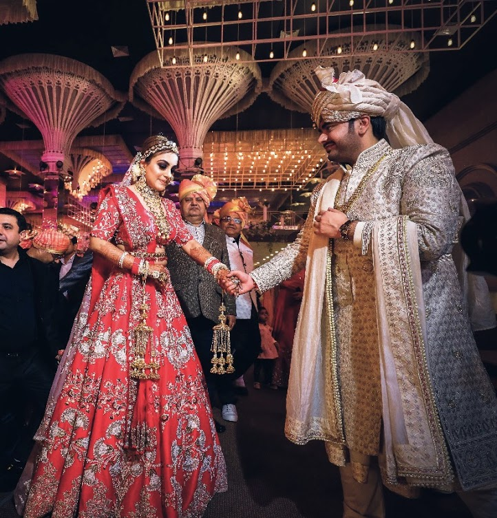 Candid Wedding Stills of Gargi and Saurabh from their big day at one of the biggest luxury wedding venues in Delhi