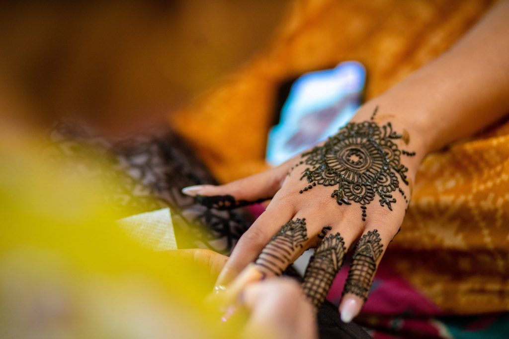 Vrunda's beautiful back hand mandala type mehendi design