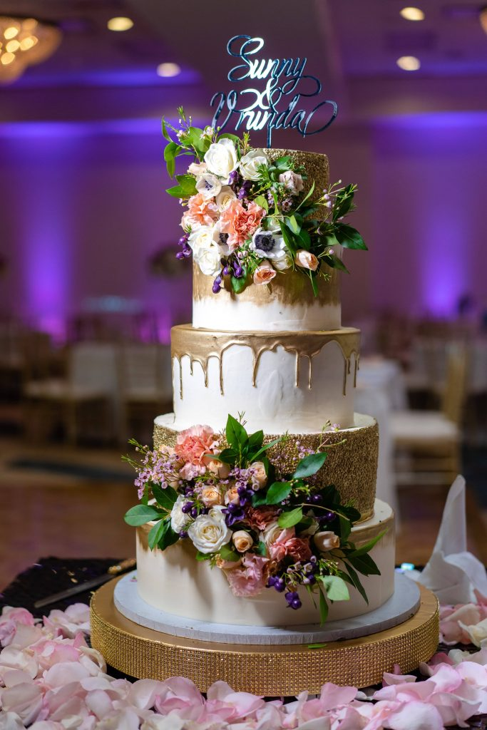 Floral wedding cake at the forest themed wedding reception of Vrunda & Sunny