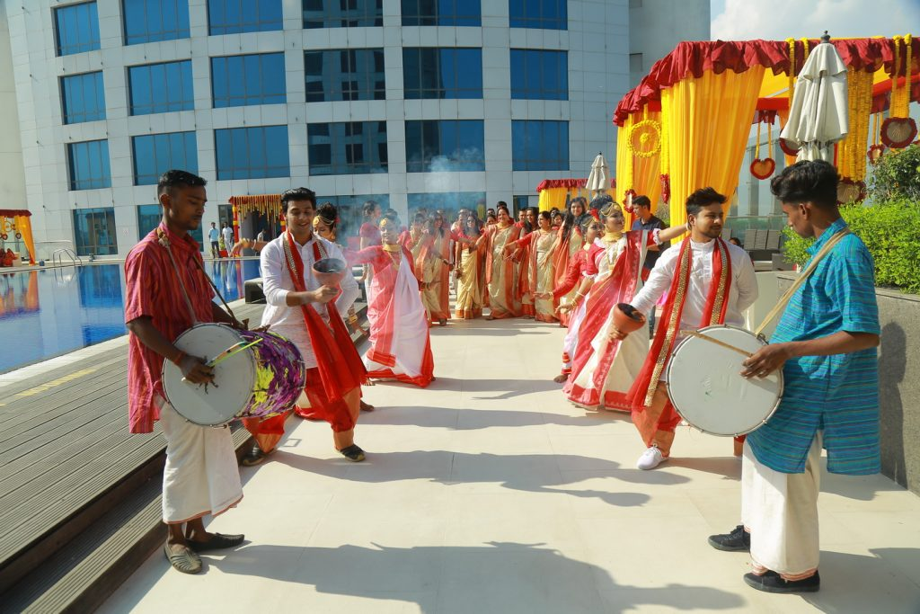marwari mayra ceremony with traditional bengali clothes, dhaak and dhunuchi naach